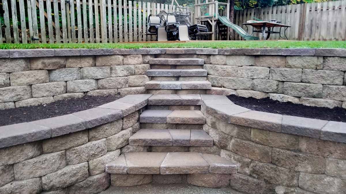 Segmental Retaining Walls w/ Built In Steps