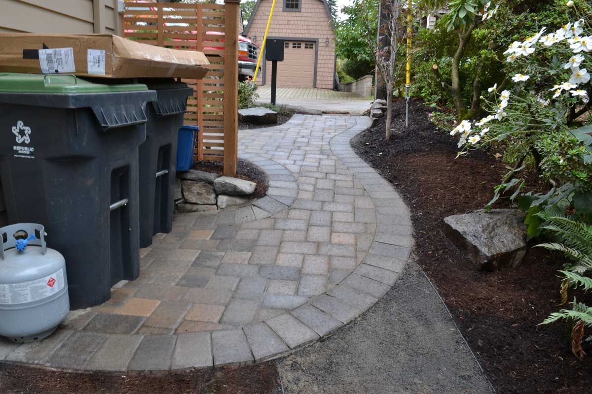 Front/Side Yard Paver Pathway & Utility Area