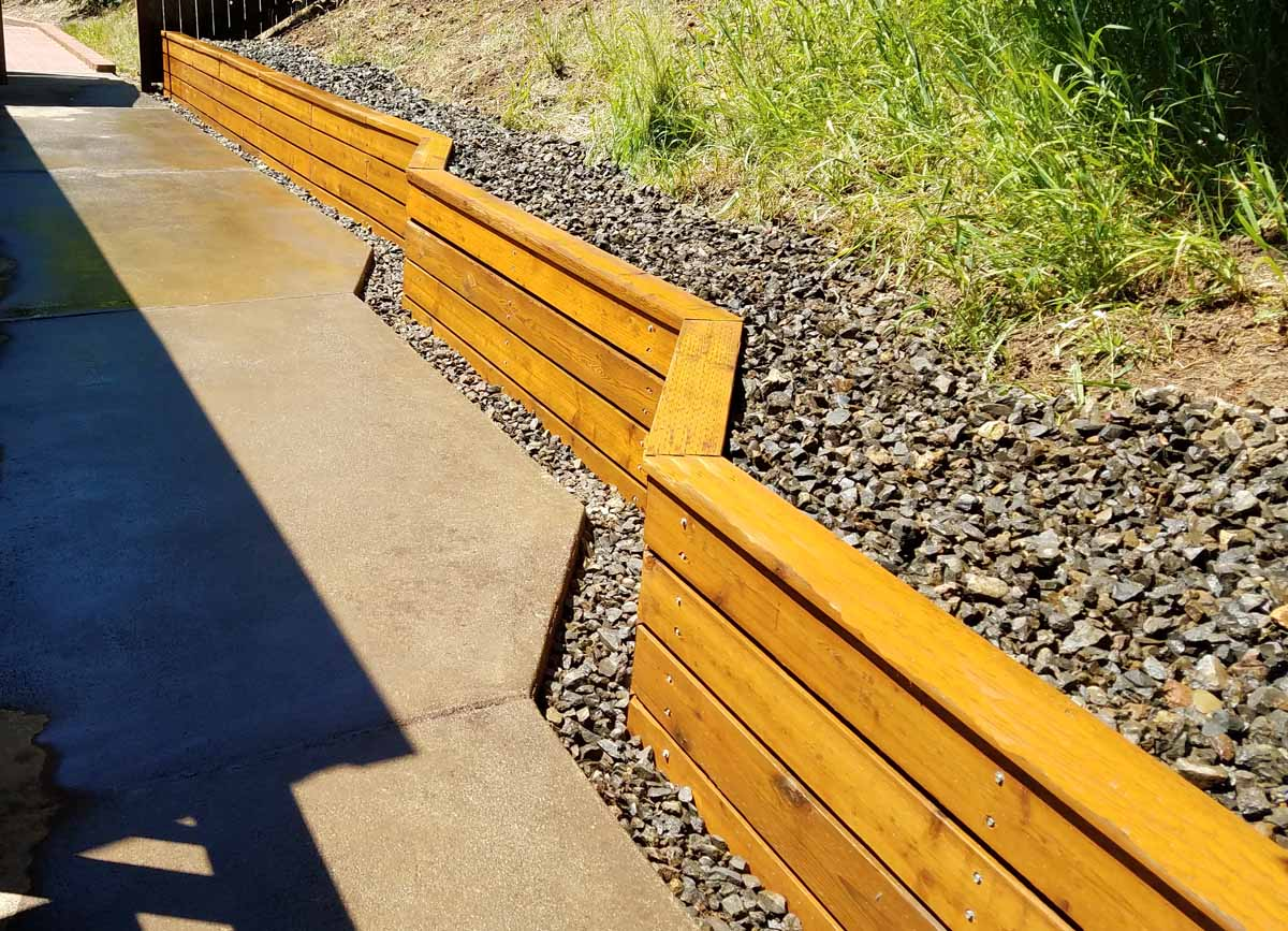 Wood Seat Wall/Retaining Wall with Cap