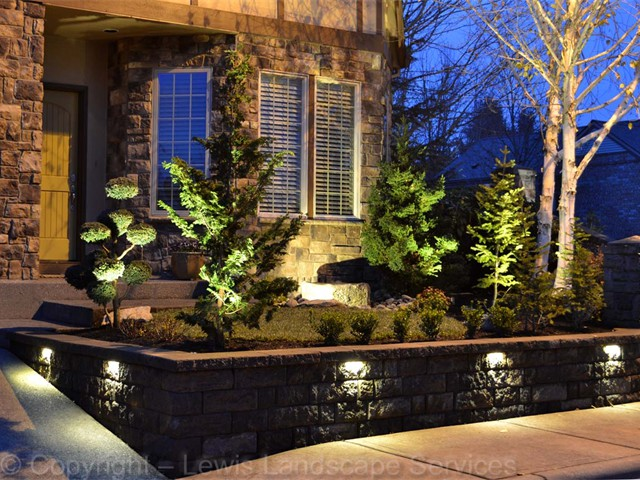 Segmental Retaining Wall with Built In LED Lighting