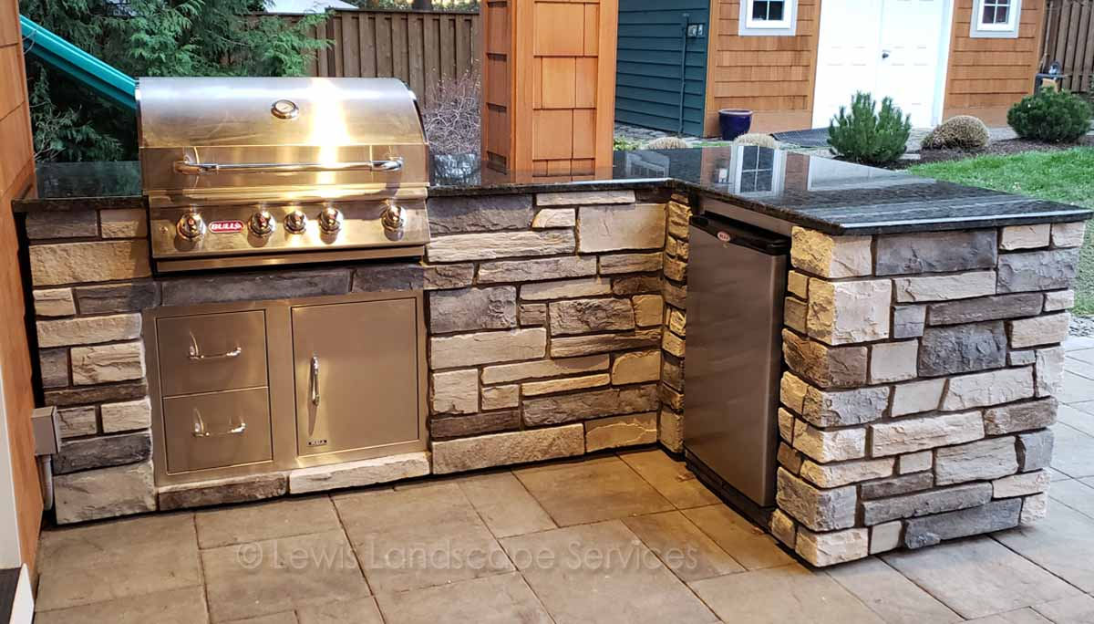 BBQ, Fridge, Drawers, Doors, Granite Countertops, Stone Veneer