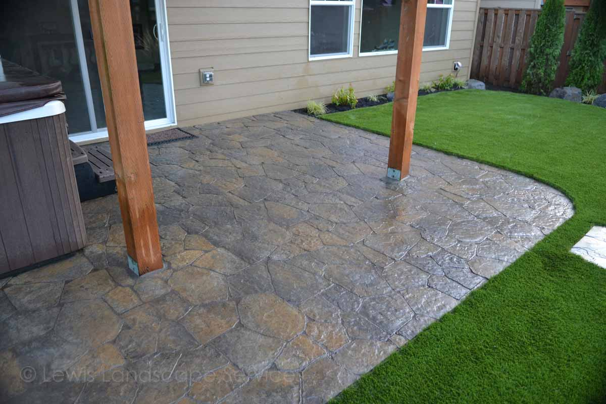 Wood2018oClose-up of Paver Patio & Synthetic Turf Installation