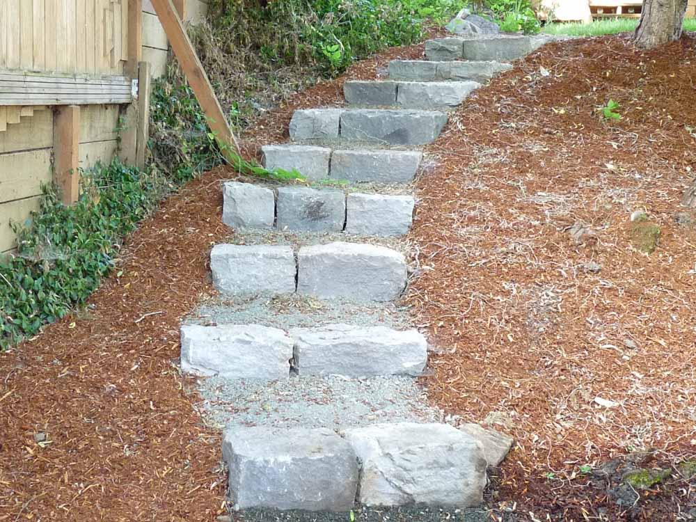 Basalt-rock-walls-steps-basalt-curb-stone-steps 009