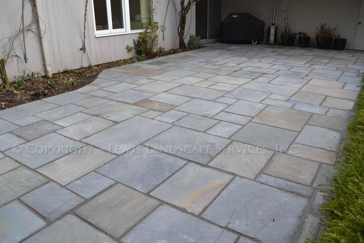 Bluestone-patios-and-walkways-gripekoven-project-winter-2011-dry-photos 001