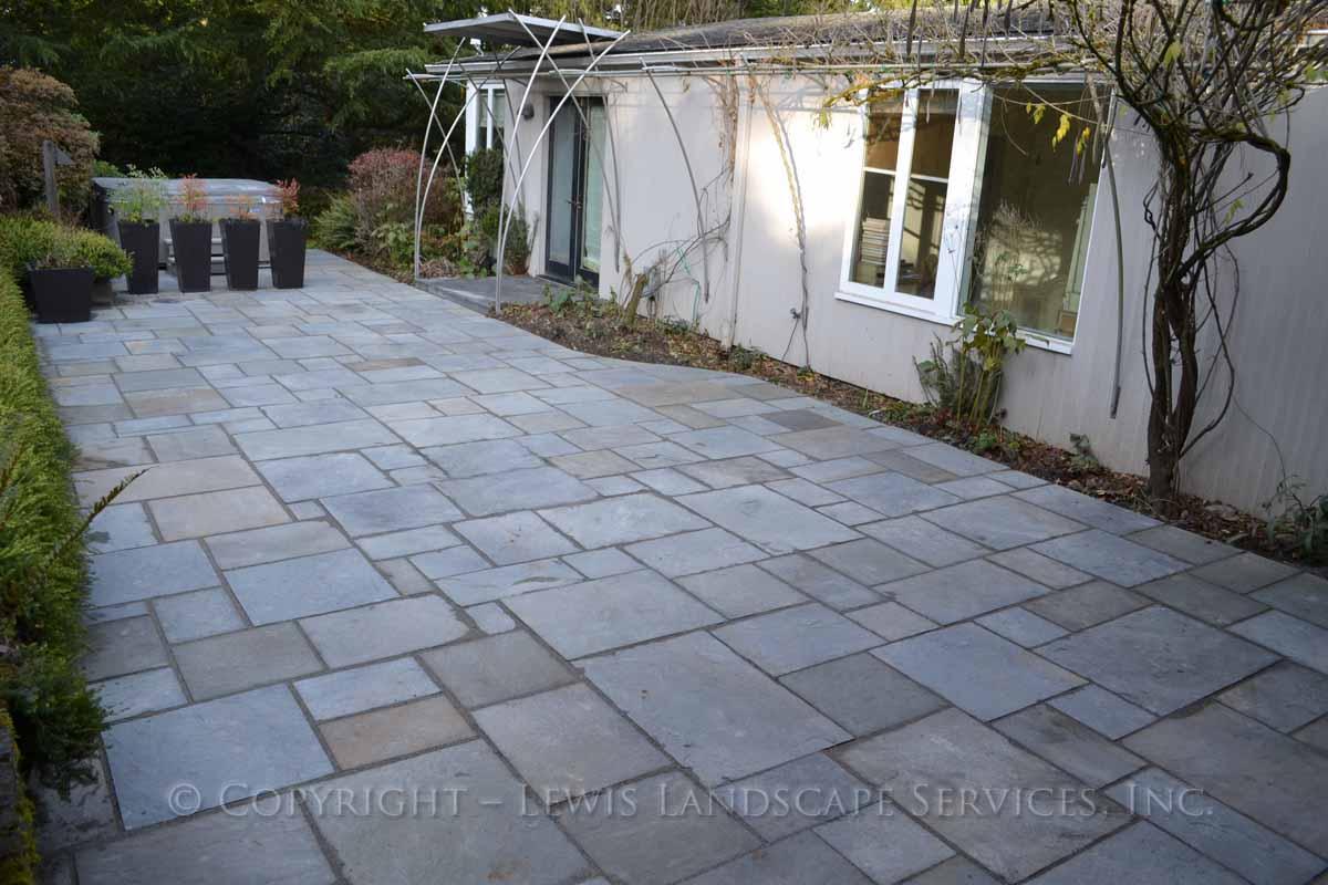 Bluestone-patios-and-walkways-gripekoven-project-winter-2011-dry-photos 002