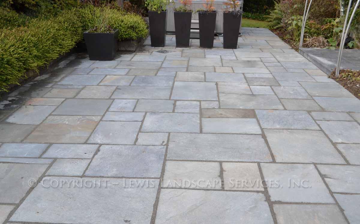 Bluestone-patios-and-walkways-gripekoven-project-winter-2011-dry-photos 004