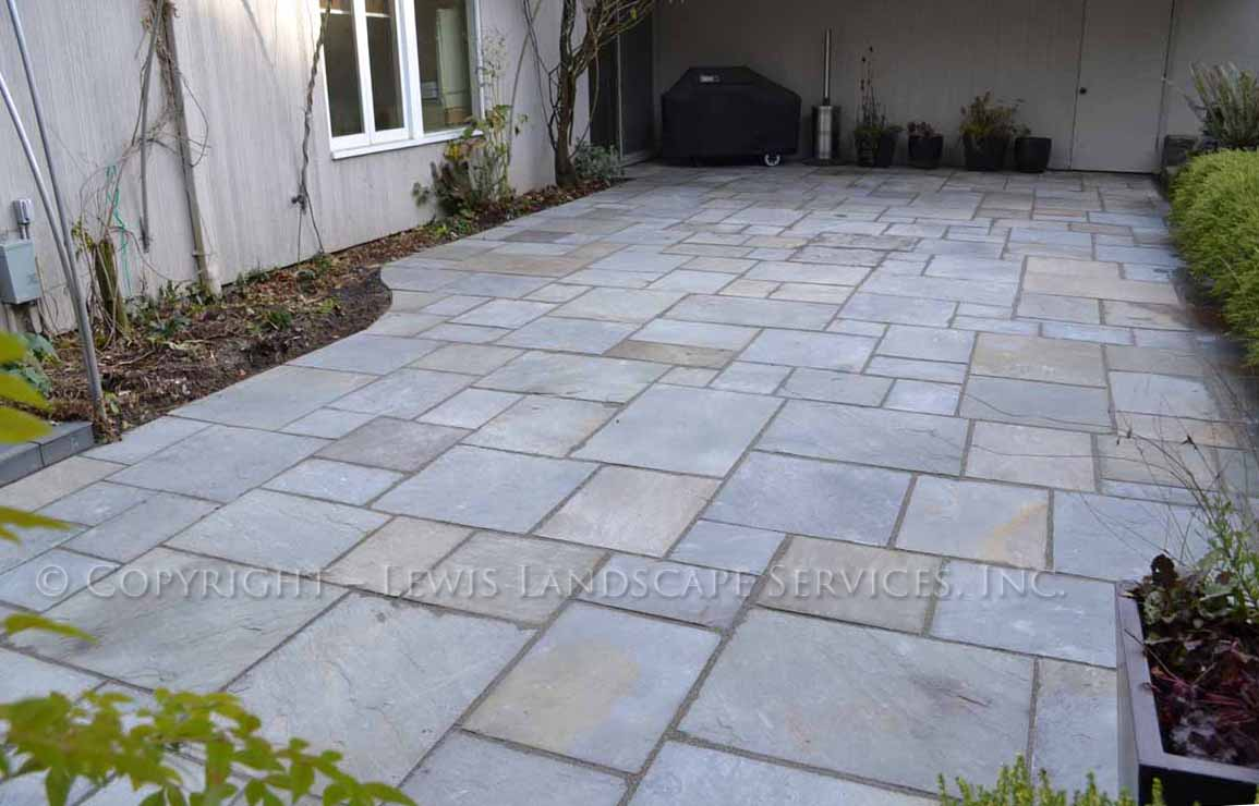 Bluestone-patios-and-walkways-gripekoven-project-winter-2011-dry-photos 005