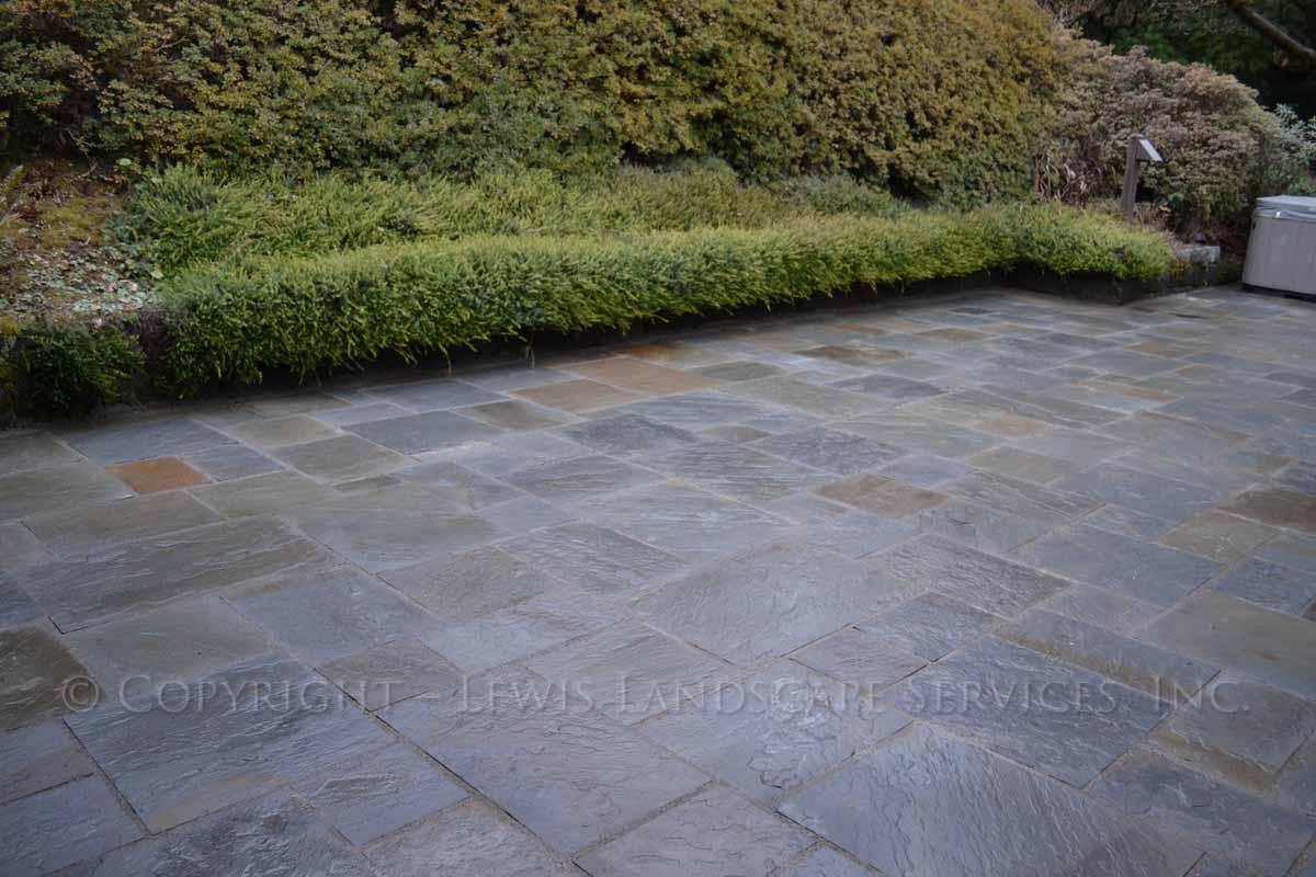 Bluestone-patios-and-walkways-gripekoven-project-winter-2011-wet-photos 005