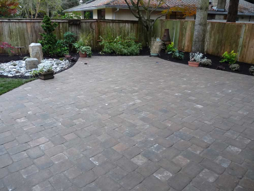 Full-landscape-projects-arthur-project-fall-2009-paver-patio-back-yard 000