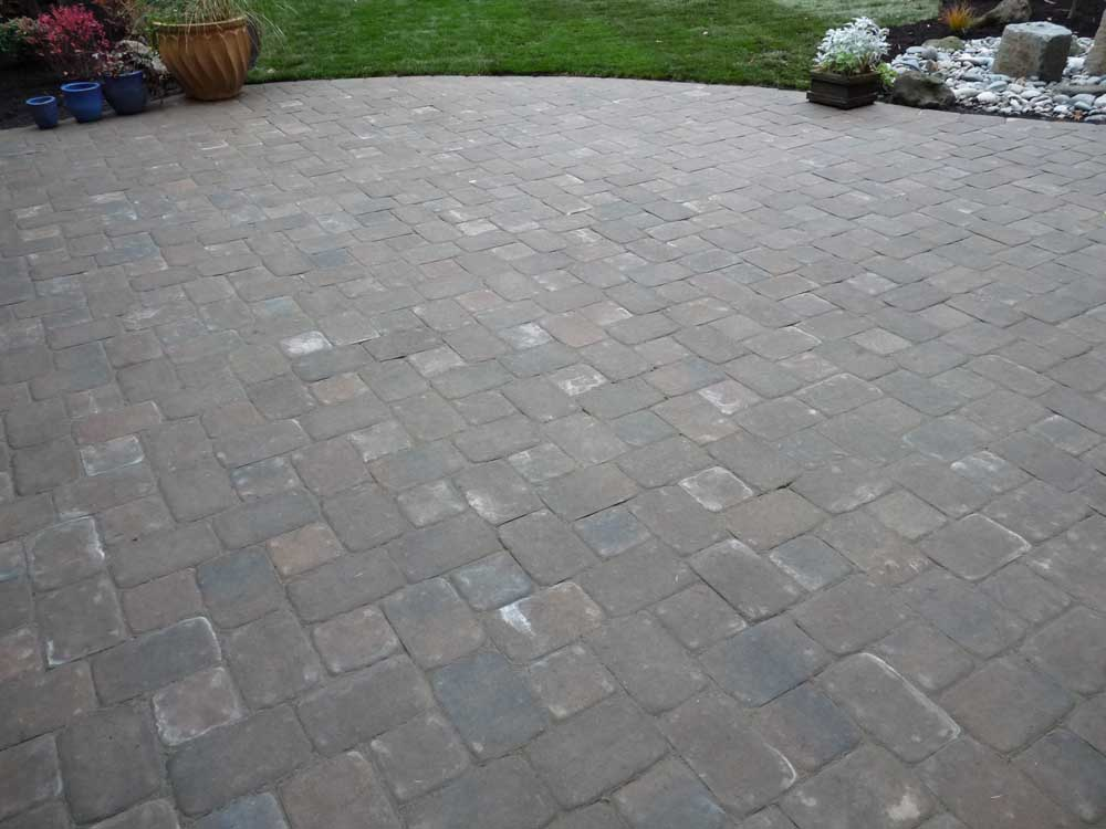 Full-landscape-projects-arthur-project-fall-2009-paver-patio-back-yard 001