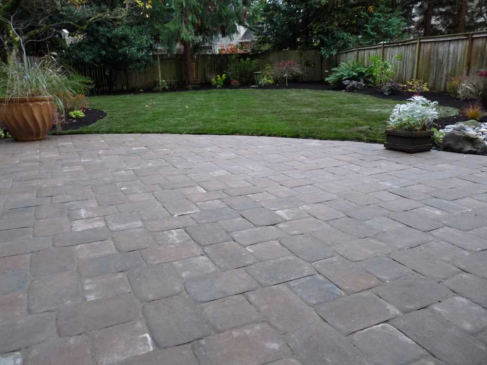 Full-landscape-projects-arthur-project-fall-2009-paver-patio-back-yard 003