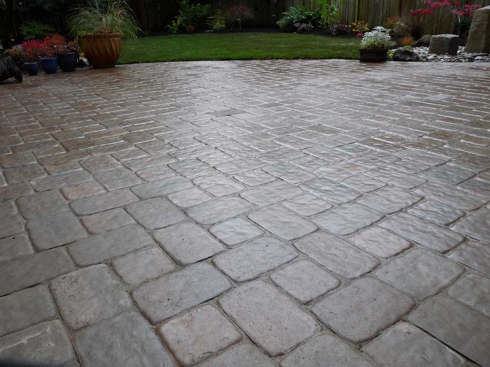 Full-landscape-projects-arthur-project-fall-2009-paver-patio-back-yard 005