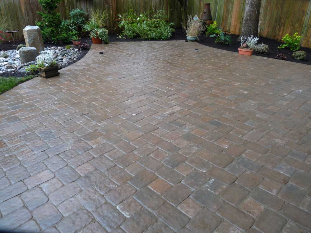 Full-landscape-projects-arthur-project-fall-2009-paver-patio-back-yard 007