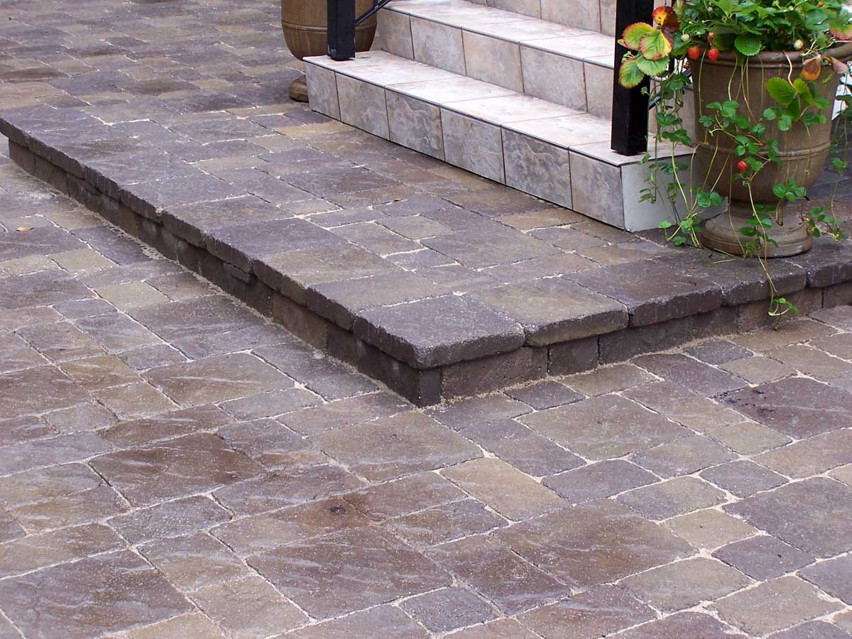 Full-landscape-projects-malone-project-2008-close-ups-of-paver-work 000