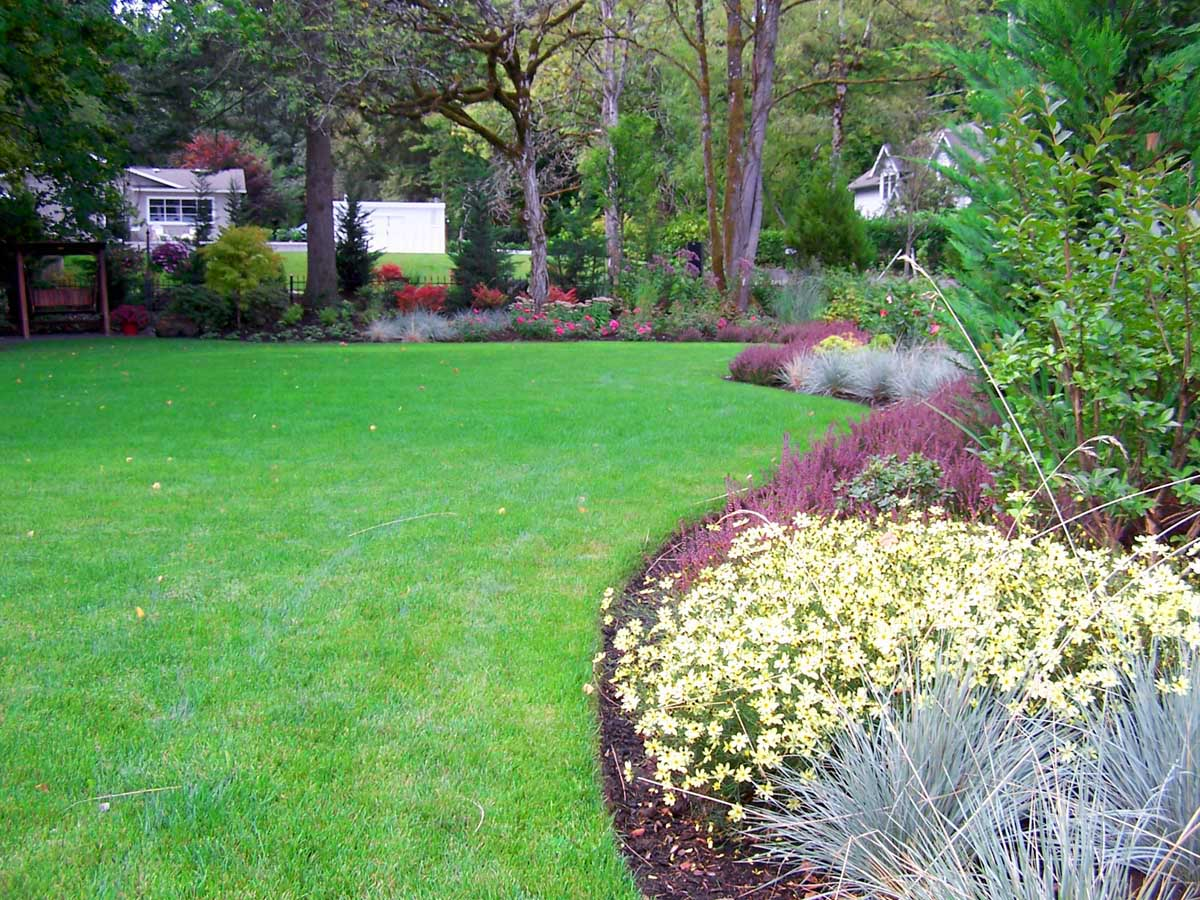 Full-landscape-projects-malone-project-2008-front-yard-driveway-area 000