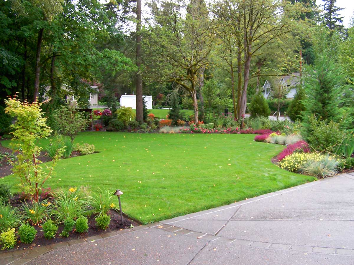 Full-landscape-projects-malone-project-2008-front-yard-driveway-area 001