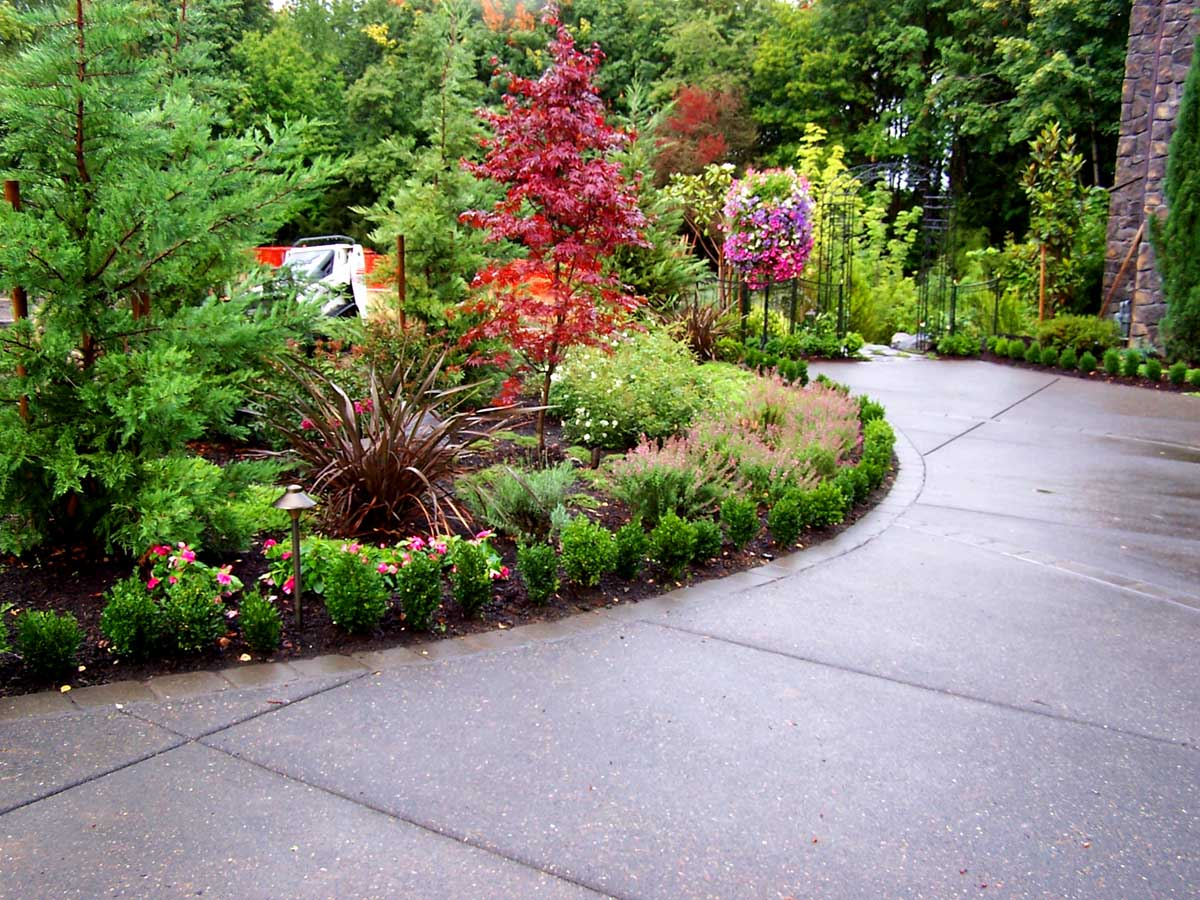 Full-landscape-projects-malone-project-2008-front-yard-driveway-area 008
