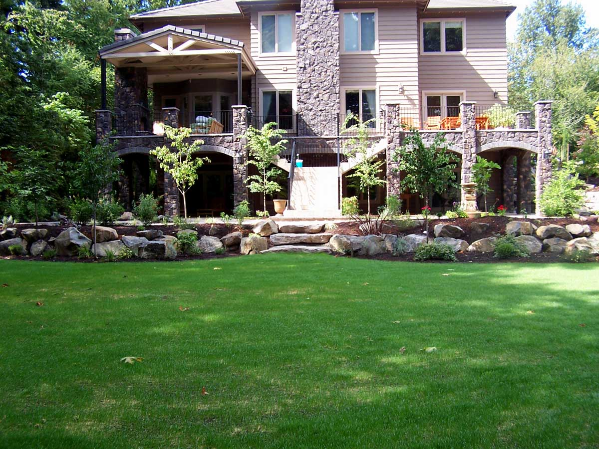 Full-landscape-projects-malone-project-2008-overall-back-yard 001