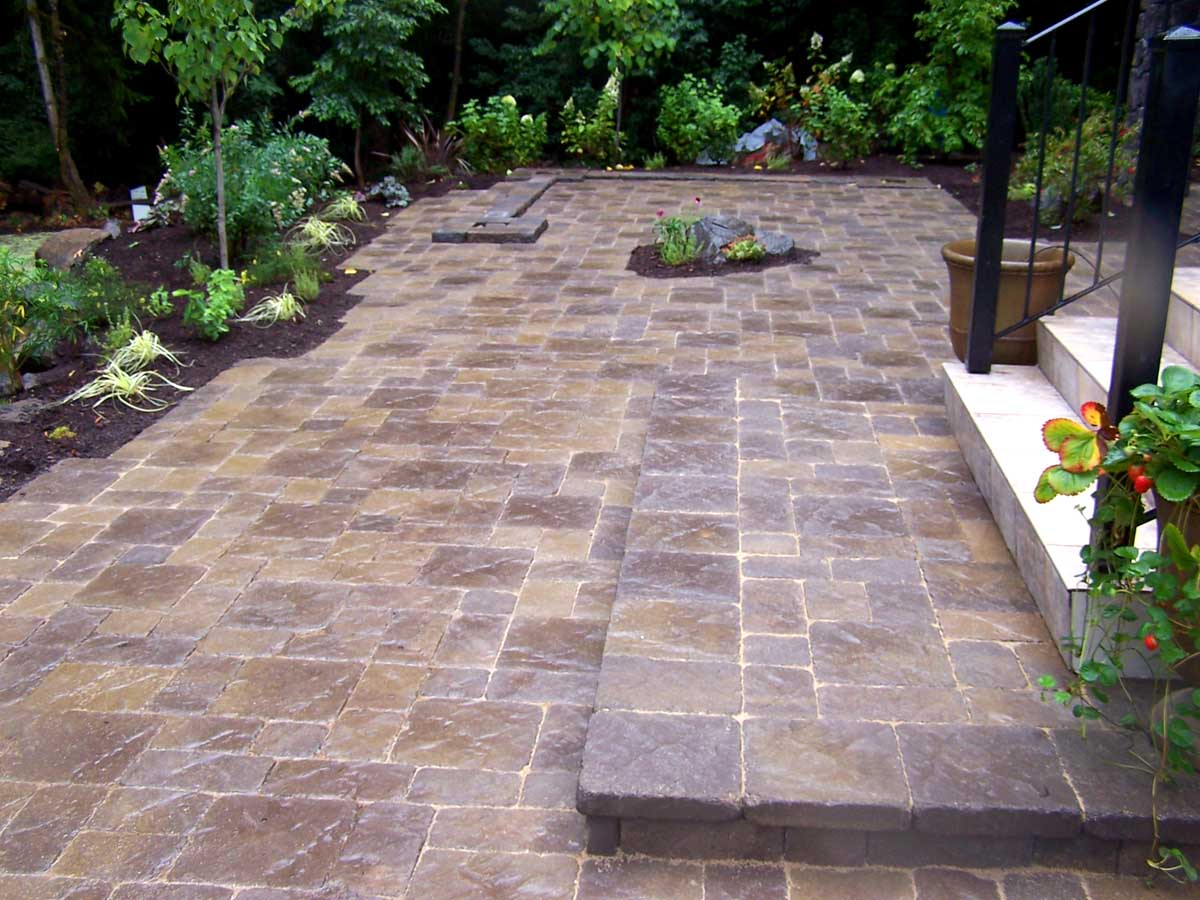 Full-landscape-projects-malone-project-2008-overall-view-of-paver-patio 001