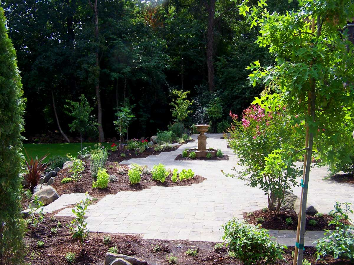 Full-landscape-projects-malone-project-2008-overall-view-of-paver-patio 002