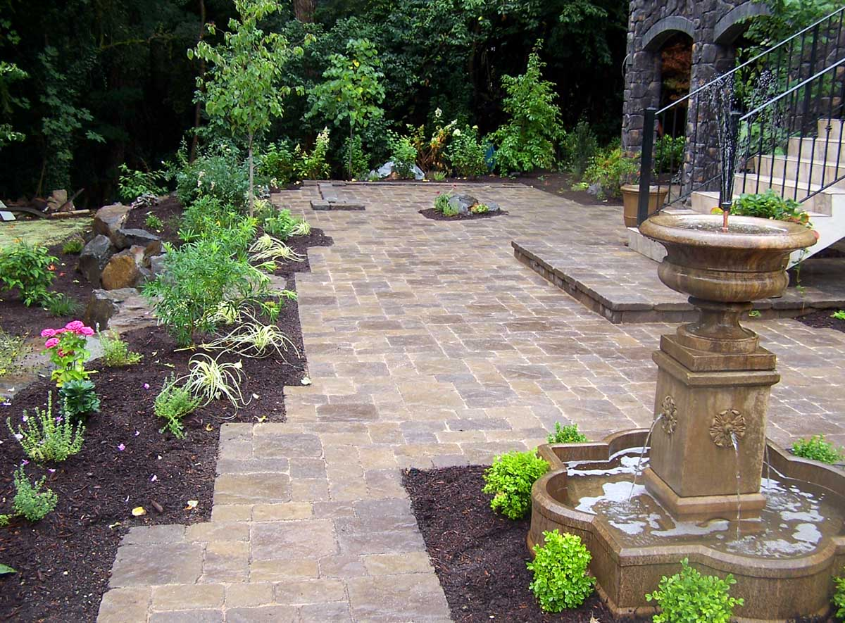 Full-landscape-projects-malone-project-2008-overall-view-of-paver-patio 003