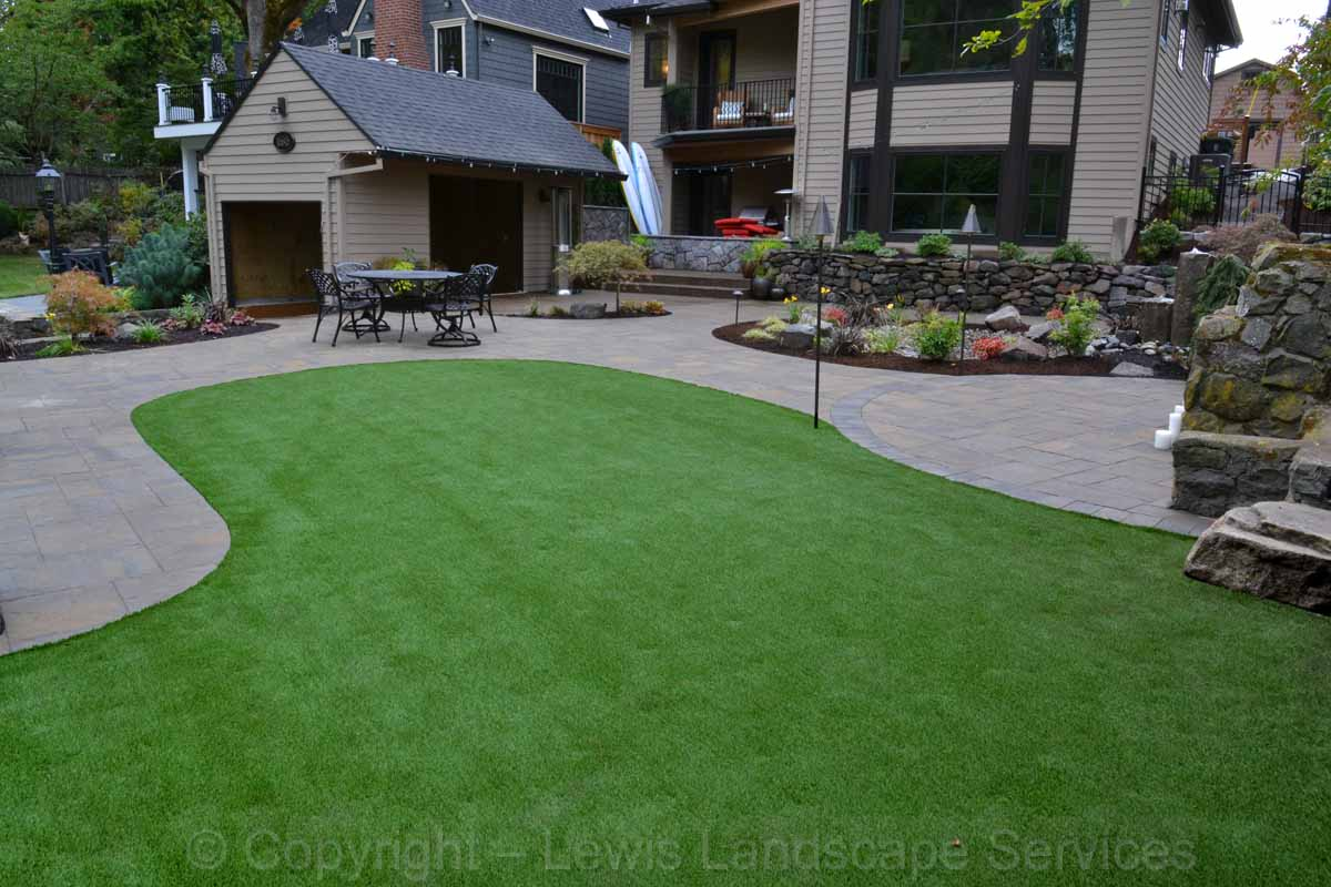 Full-landscape-projects-shanaberger-project-summer-15-synthetic-turf 000