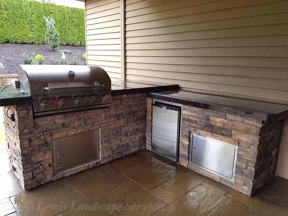 Outdoor Kitchen, Grill, Fridge, Countertops