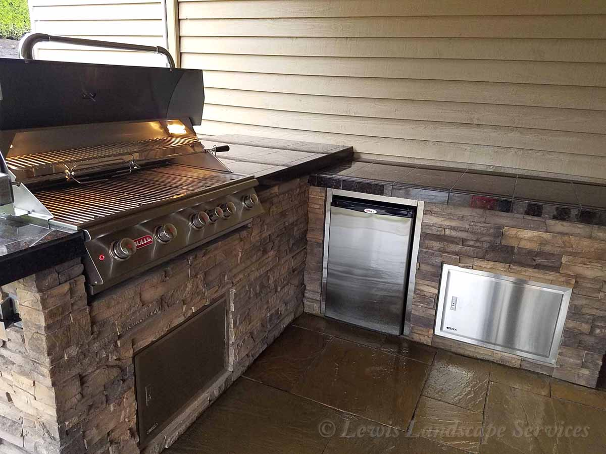Outdoor Kitchen, Grill, Fridge, Countertops