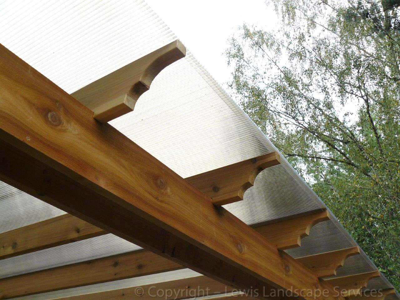 Outdoor-covered-structures-various-options-pergola-with-polycarbonate-roof 000