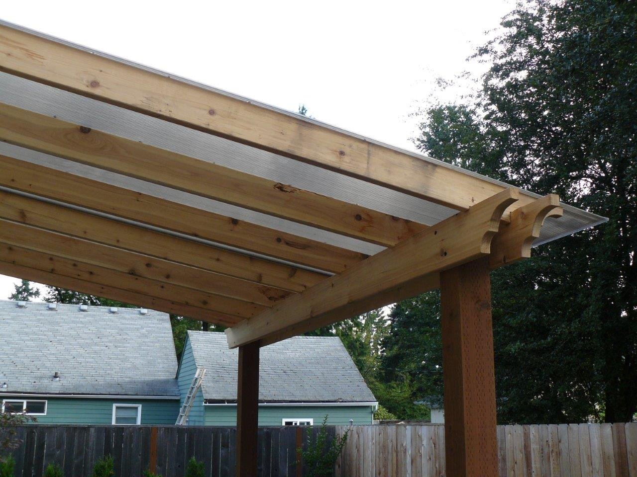 Outdoor-covered-structures-various-options-pergola-with-polycarbonate-roof 002