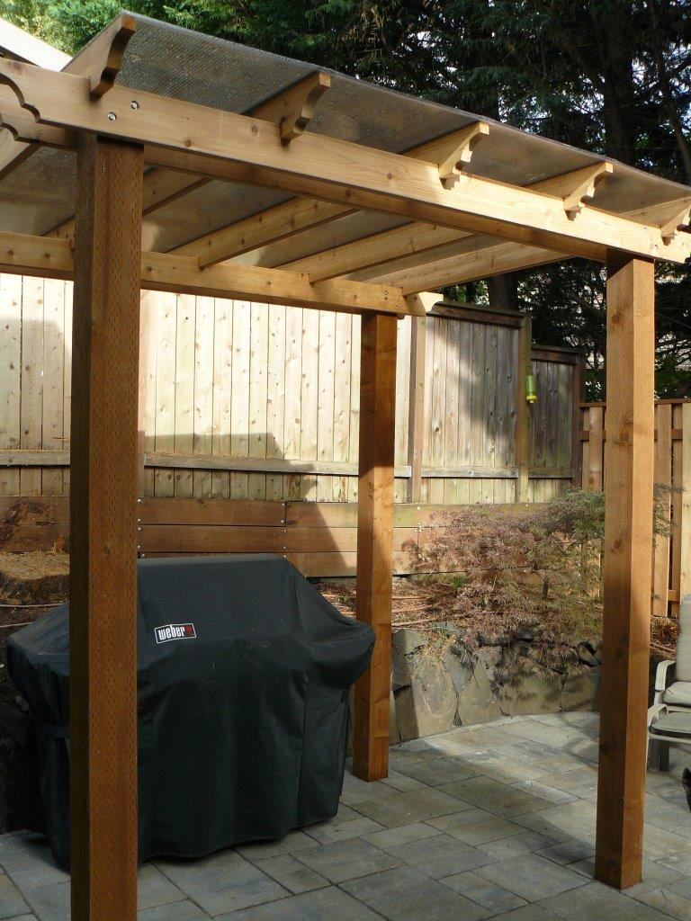 Outdoor-covered-structures-various-options-pergola-with-polycarbonate-roof 006