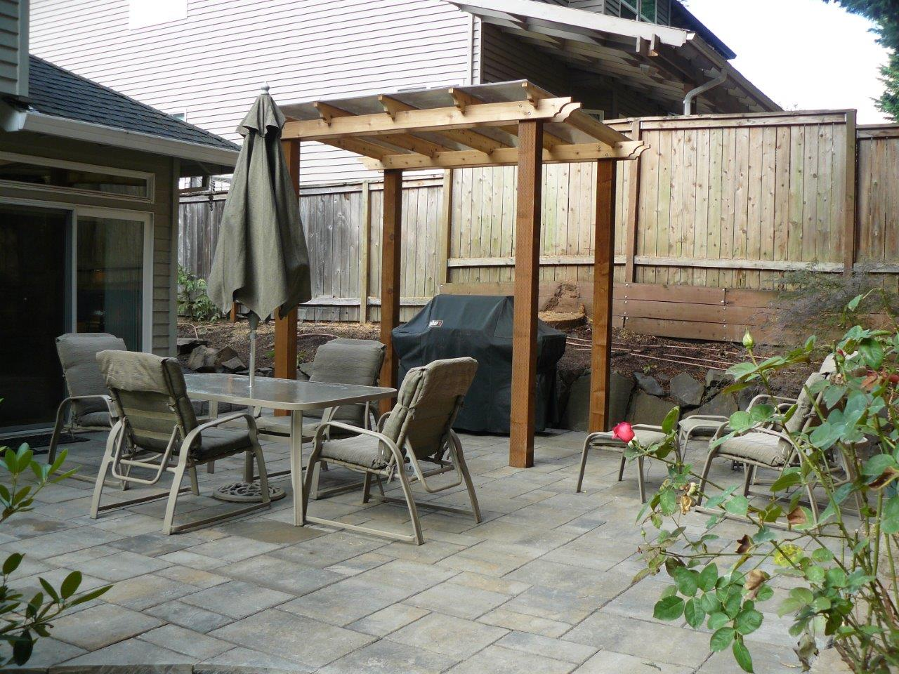 Outdoor-covered-structures-various-options-pergola-with-polycarbonate-roof 007