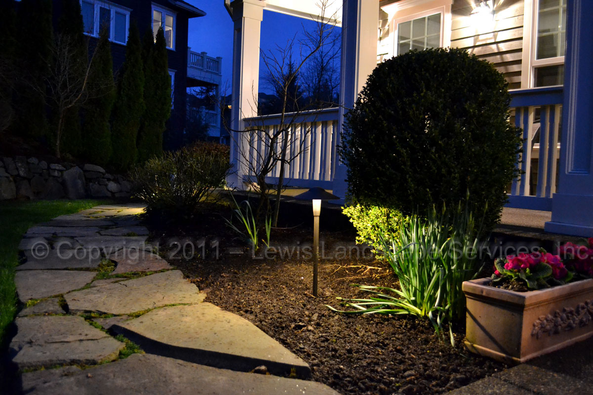 Outdoor-landscape-architectural-lighting-brenner-project-spring-2011 001