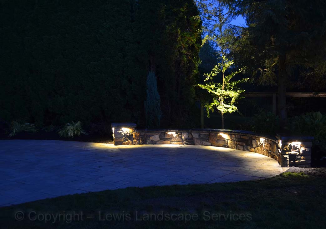 Outdoor-landscape-architectural-lighting-maloney-projet-fall-2013 002