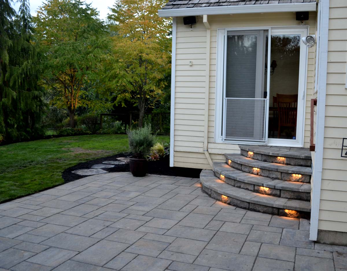 Outdoor-landscape-architectural-lighting-maloney-projet-fall-2013 003
