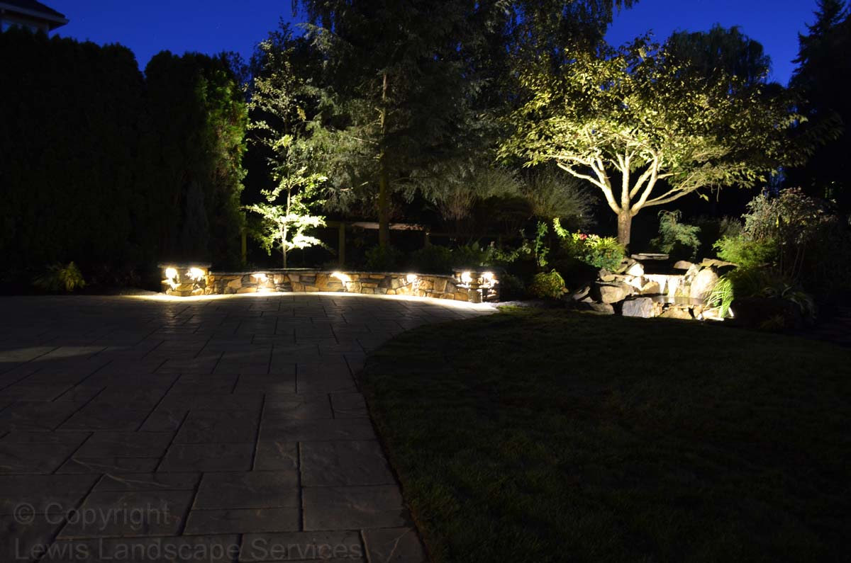Outdoor-landscape-architectural-lighting-maloney-projet-fall-2013 004