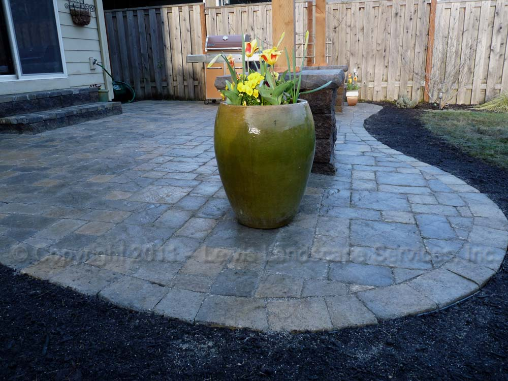 Outdoor-living-spaces-paver-patios-driveways-pathways-furino-project-spring-2011 001