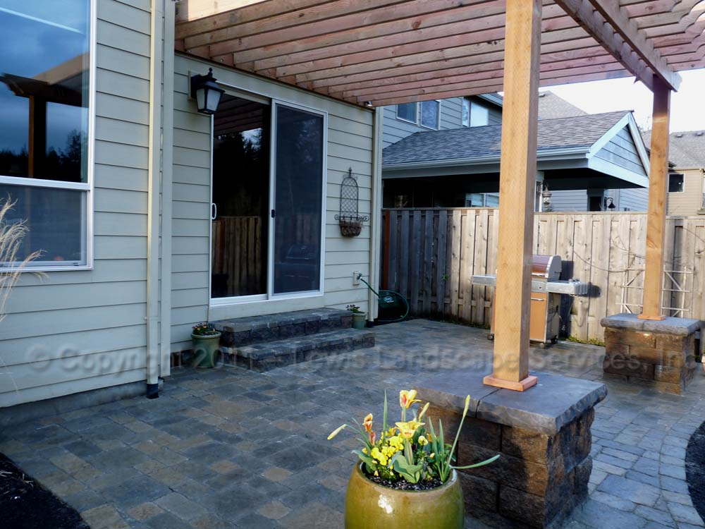 Outdoor-living-spaces-paver-patios-driveways-pathways-furino-project-spring-2011 002