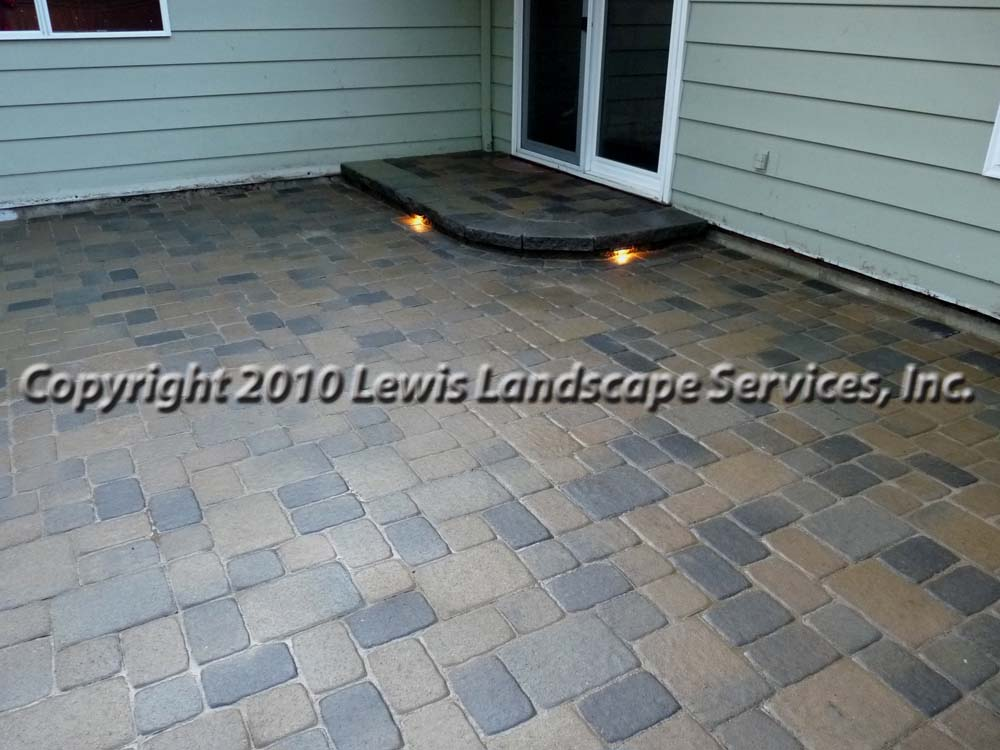 Outdoor-living-spaces-paver-patios-driveways-pathways-johnston-project-spring-2010 001