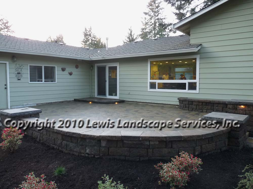 Outdoor-living-spaces-paver-patios-driveways-pathways-johnston-project-spring-2010 003
