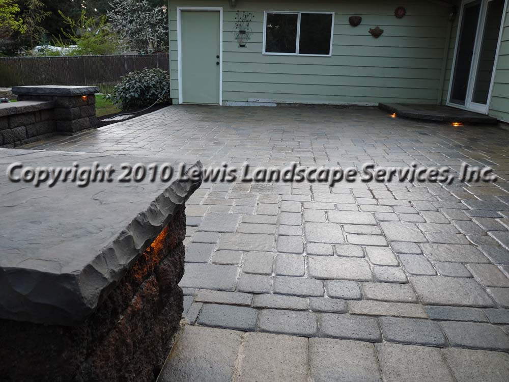 Outdoor-living-spaces-paver-patios-driveways-pathways-johnston-project-spring-2010 004