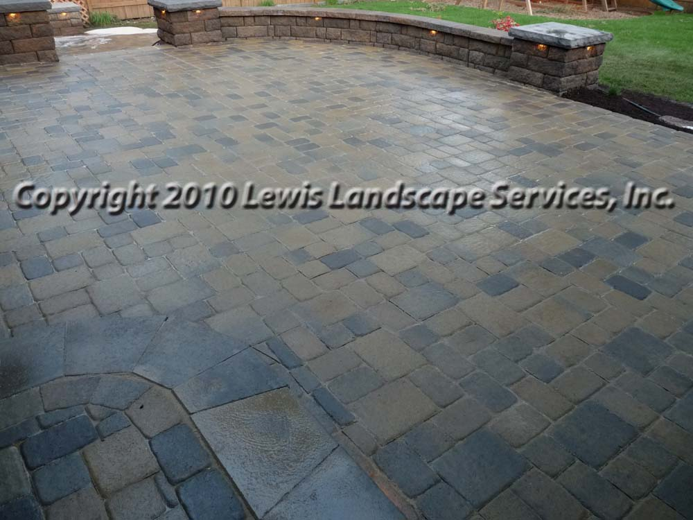 Outdoor-living-spaces-paver-patios-driveways-pathways-johnston-project-spring-2010 005