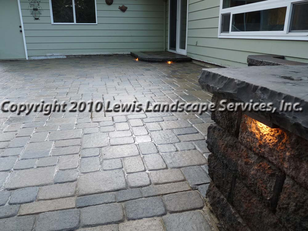 Outdoor-living-spaces-paver-patios-driveways-pathways-johnston-project-spring-2010 007