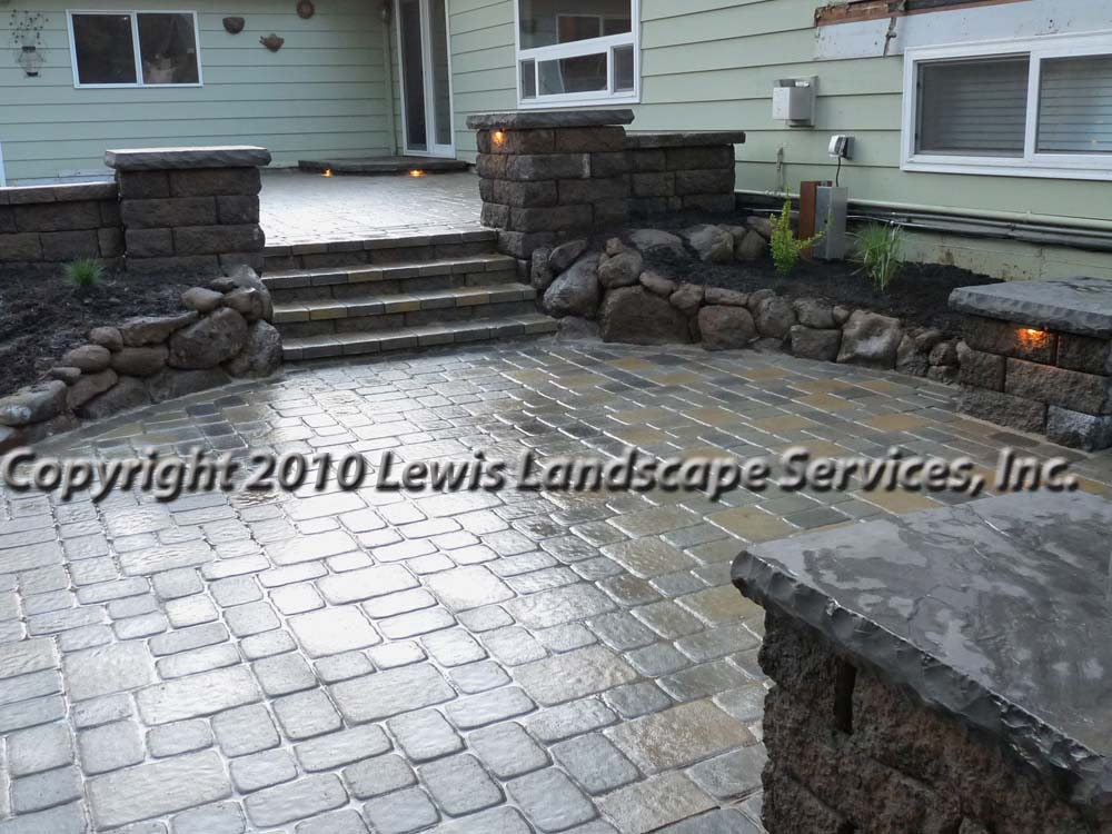 Outdoor-living-spaces-paver-patios-driveways-pathways-johnston-project-spring-2010 009