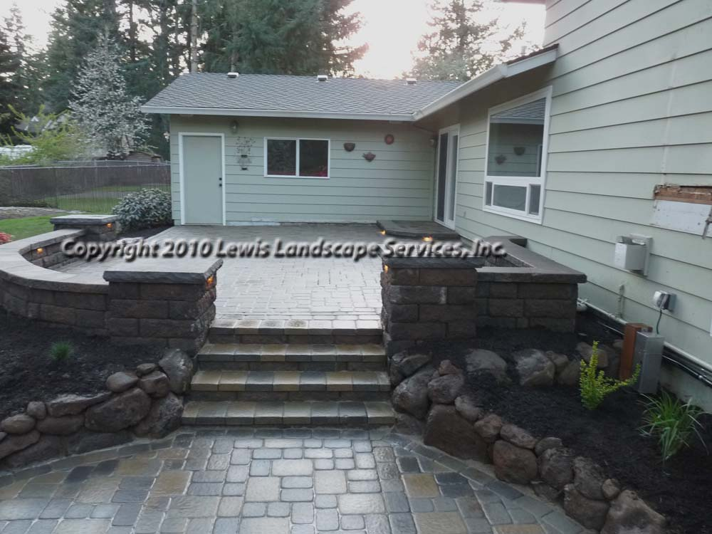 Outdoor-living-spaces-paver-patios-driveways-pathways-johnston-project-spring-2010 011