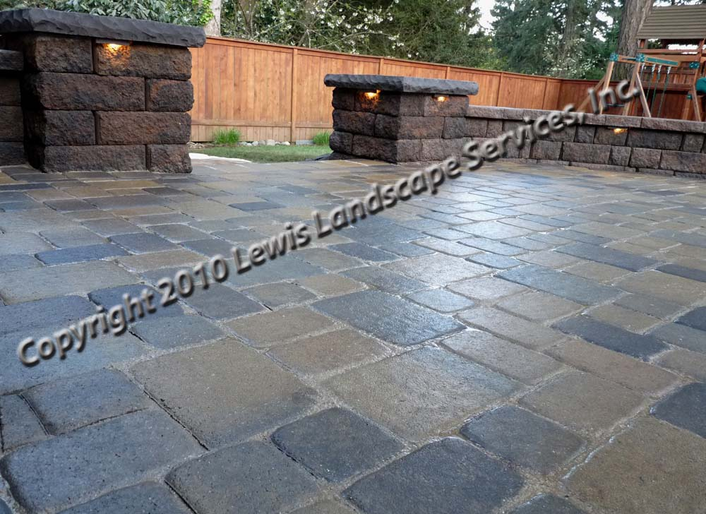 Outdoor-living-spaces-paver-patios-driveways-pathways-johnston-project-spring-2010 013