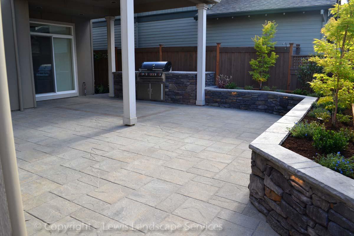 Paver Patio, Stone Seat Wall / Raised Planter