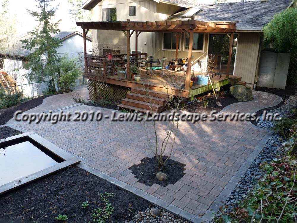 Outdoor-living-spaces-paver-patios-driveways-pathways-shannon-project-february-2010 002