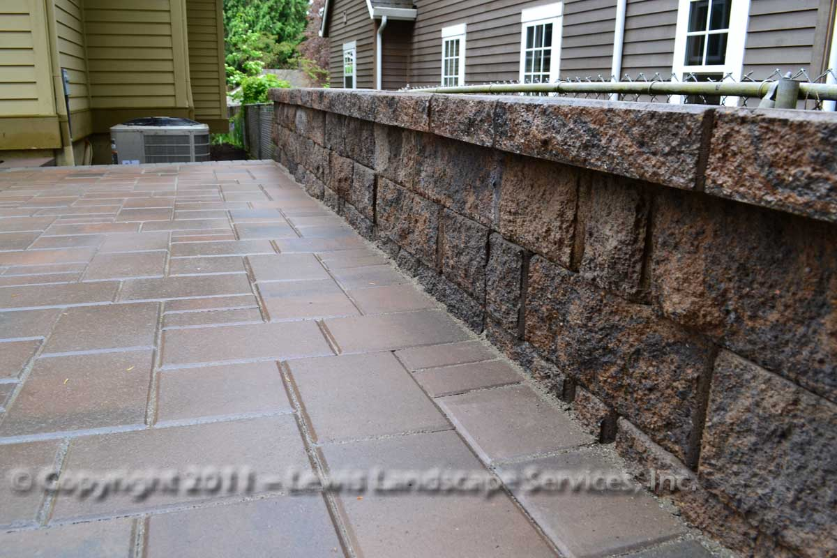 Seat-walls-courtyard-walls-columns-anderson-project-spring-2011 003