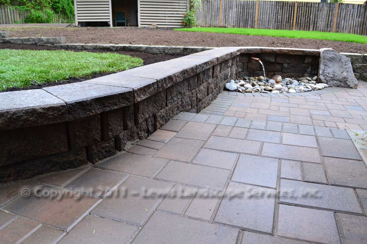 Seat-walls-courtyard-walls-columns-anderson-project-spring-2011 004